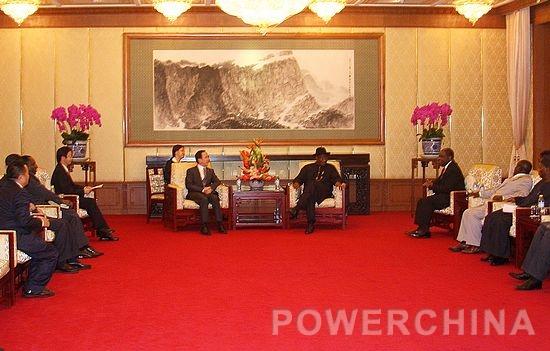 7月9日上午,集团公司副总经理黄保东在集团公司总部会见了来访的